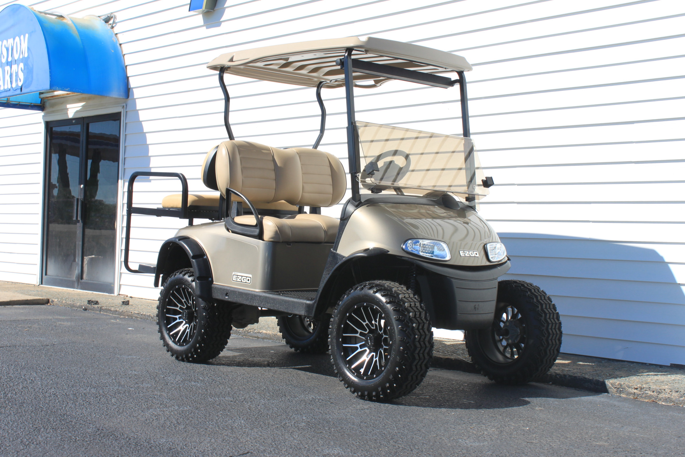 STOCK# 5419433, 2017 E-Z-GO RXV, 48 VOLT GOLF CART