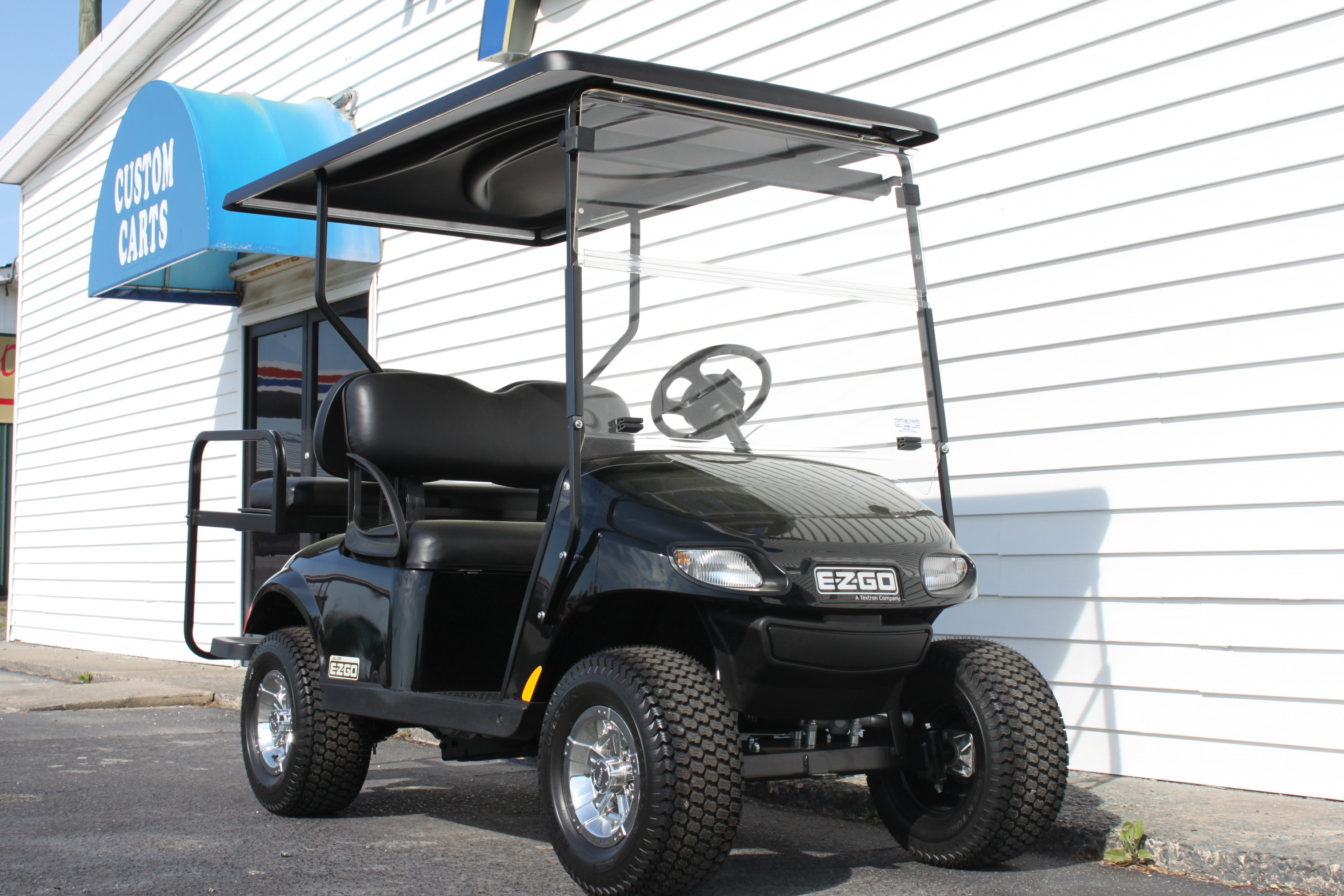 STOCK# BLKVALOR, 2019 E-Z-GO VALOR GAS GOLF CART
